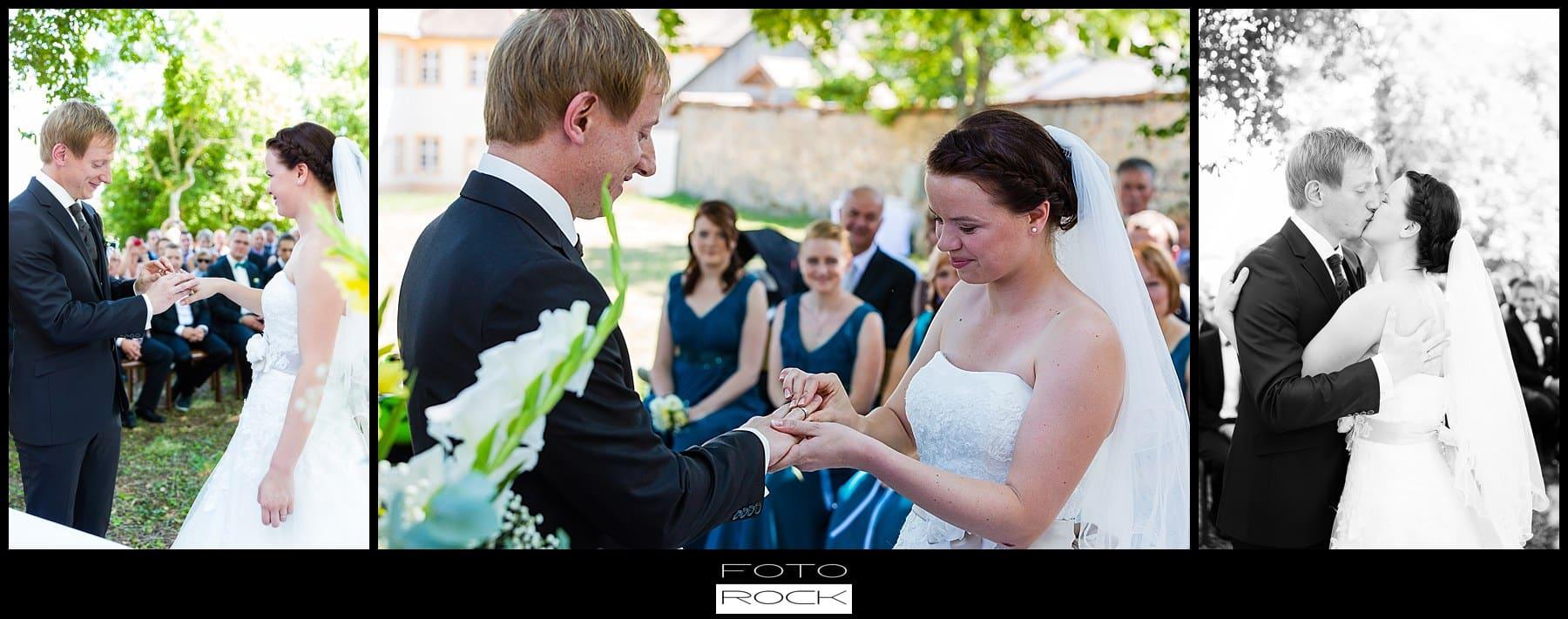 DIY Hochzeit Waldshut-Tiengen Trauung Brautpaar Auszug Stühle Outdoor