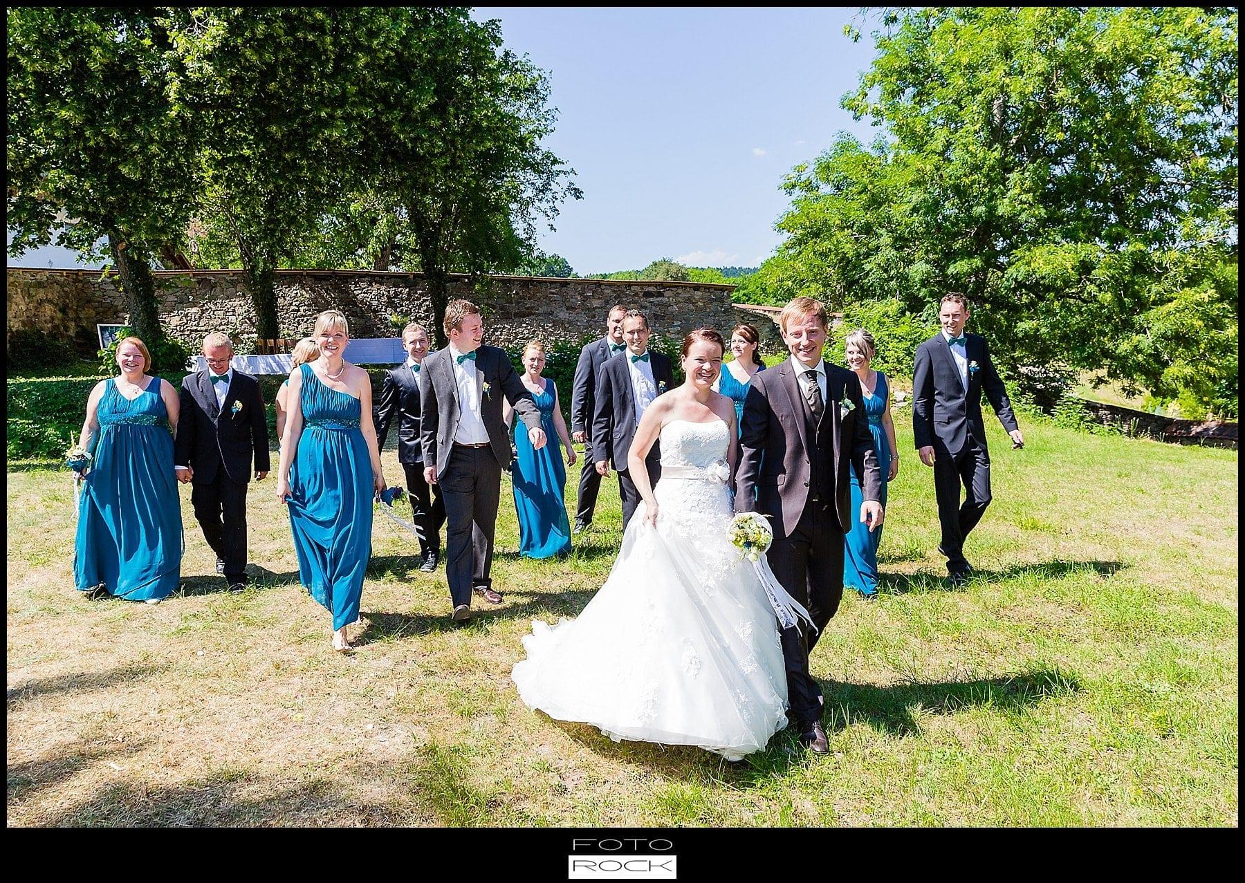 DIY Hochzeit Waldshut-Tiengen Brautpaar Trauzeugen Outdoor Blumen