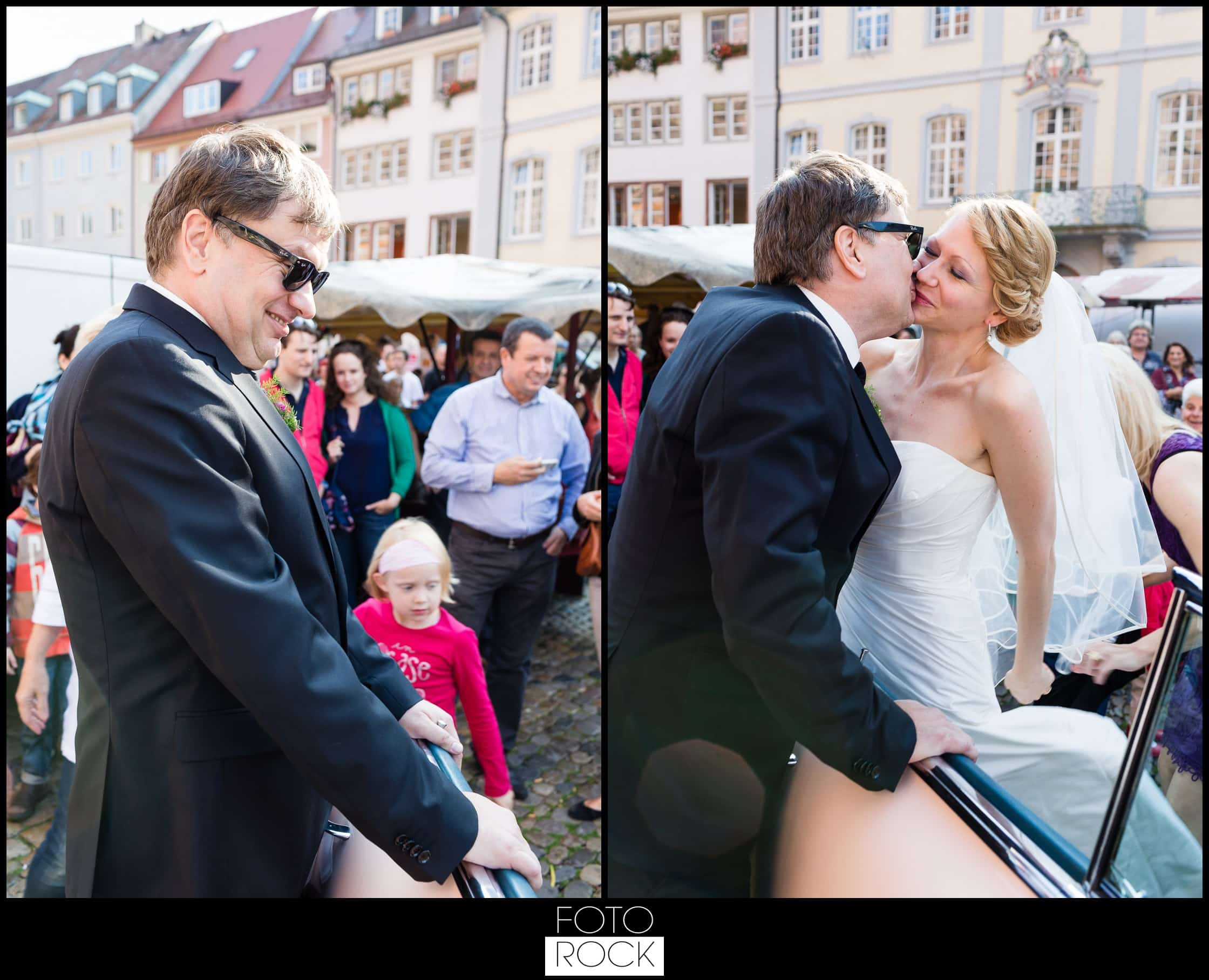 Hochzeit Freiburg Muenster Goldener Adler Oberried brautpaar outdoor kuss