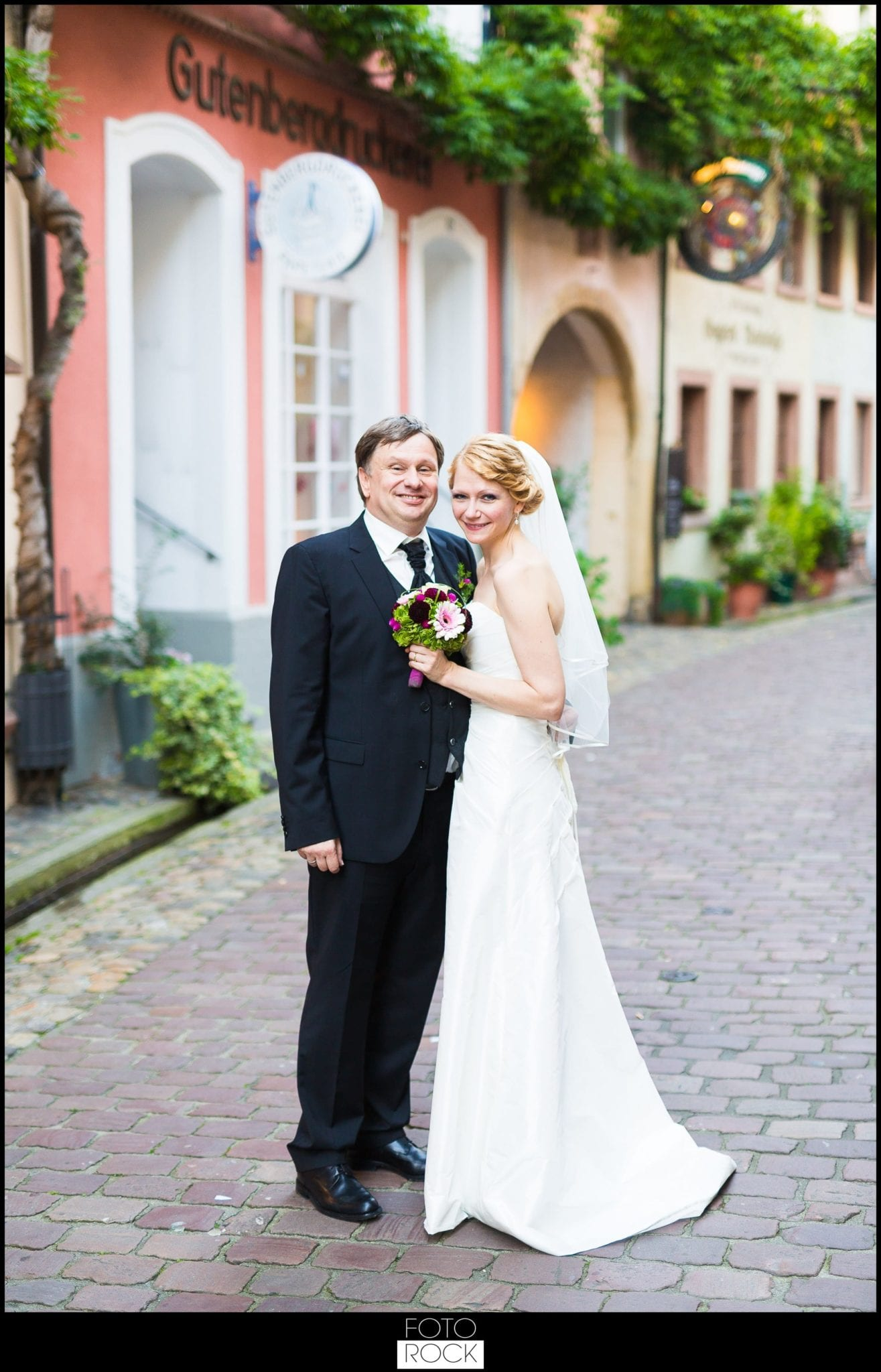 Hochzeit Freiburg Muenster Goldener Adler Oberried fotoshooting photoshooting brautpaar