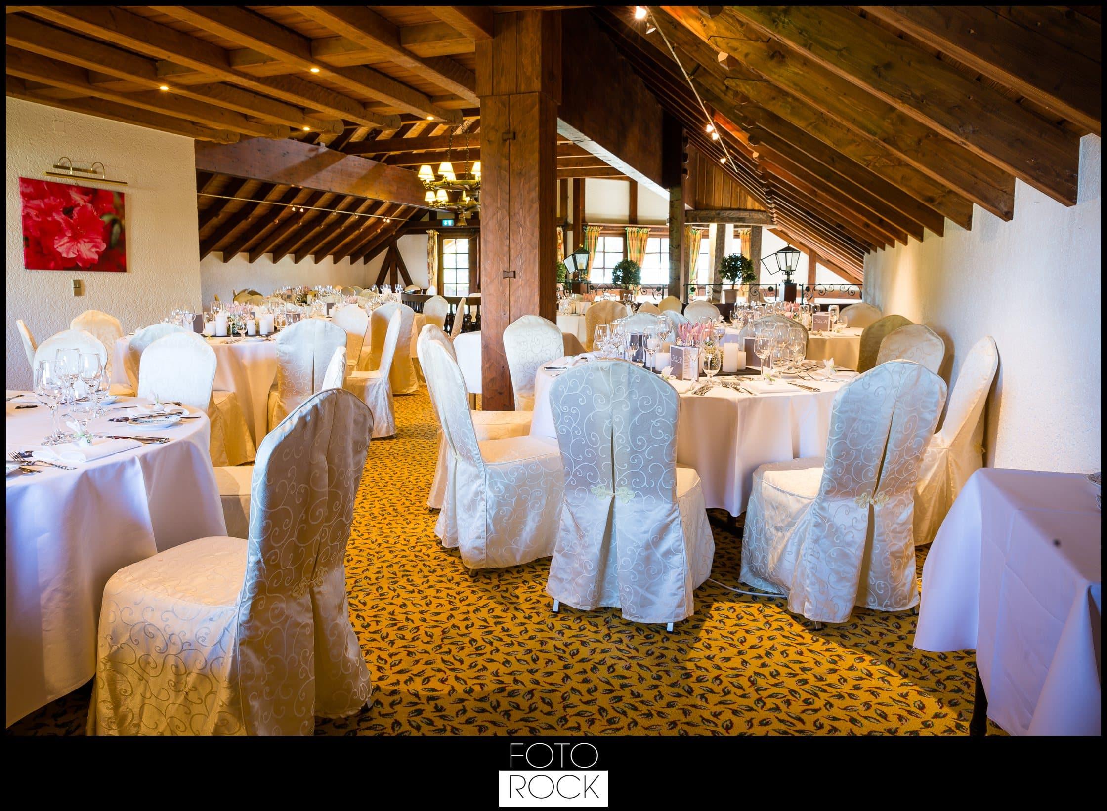 Hochzeit Adler Haeusern location deko dekoration stühle tische kerzen