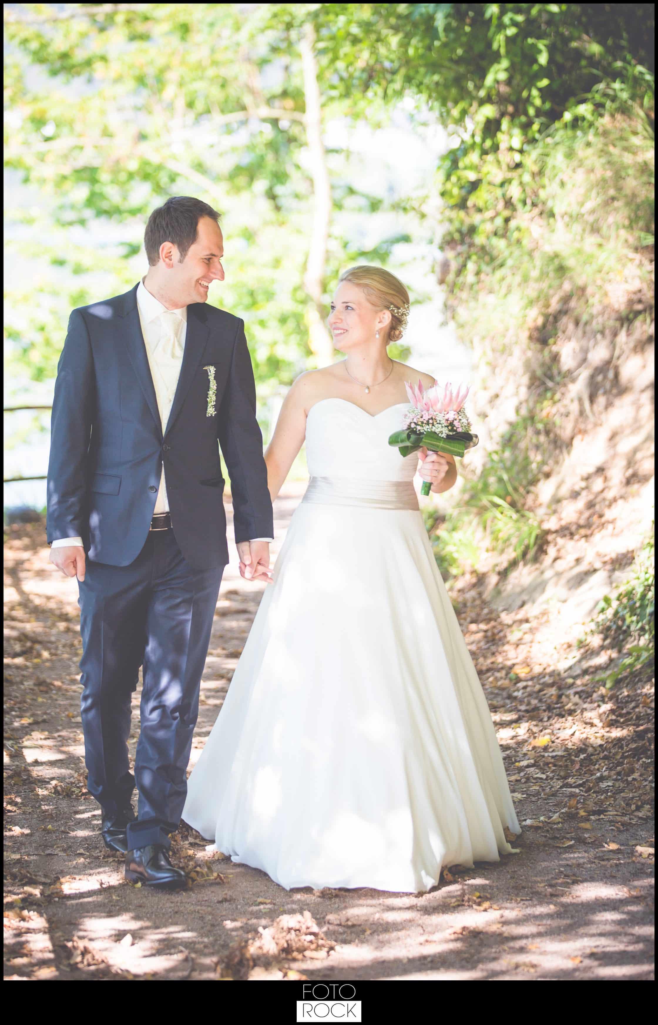 Hochzeit Adler Haeusern brautpaar waldweg