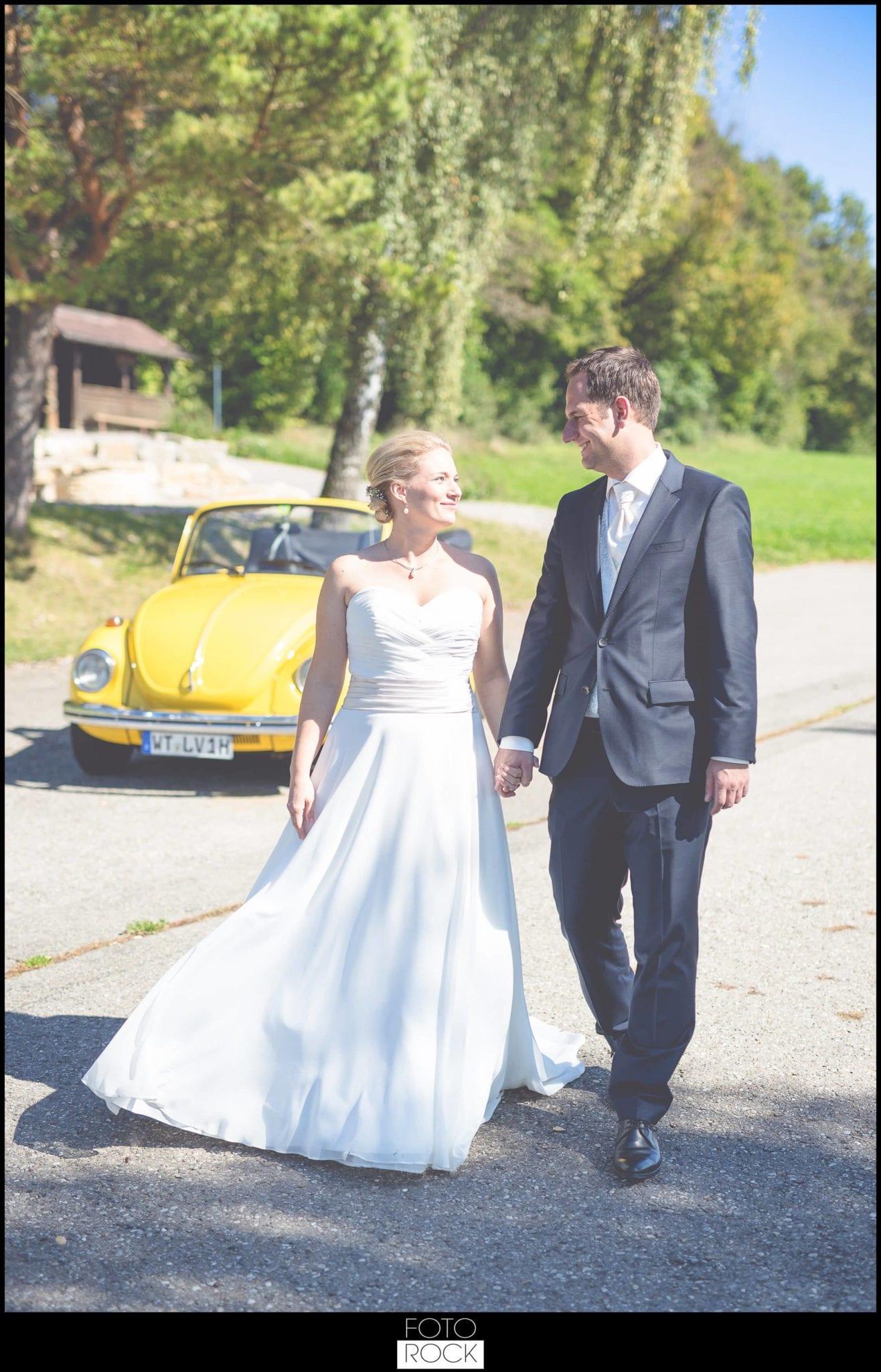 Hochzeit Adler Haeusern brautpaar vw käfer straße