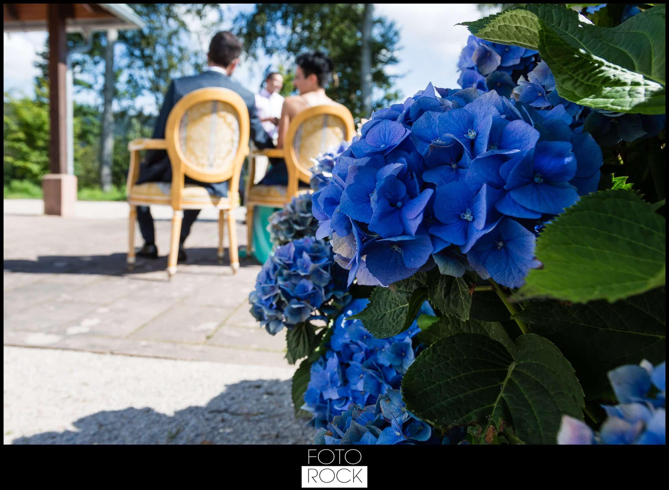 Hochzeit Dollenberg Bad Peterstal Brutpaar Blumen