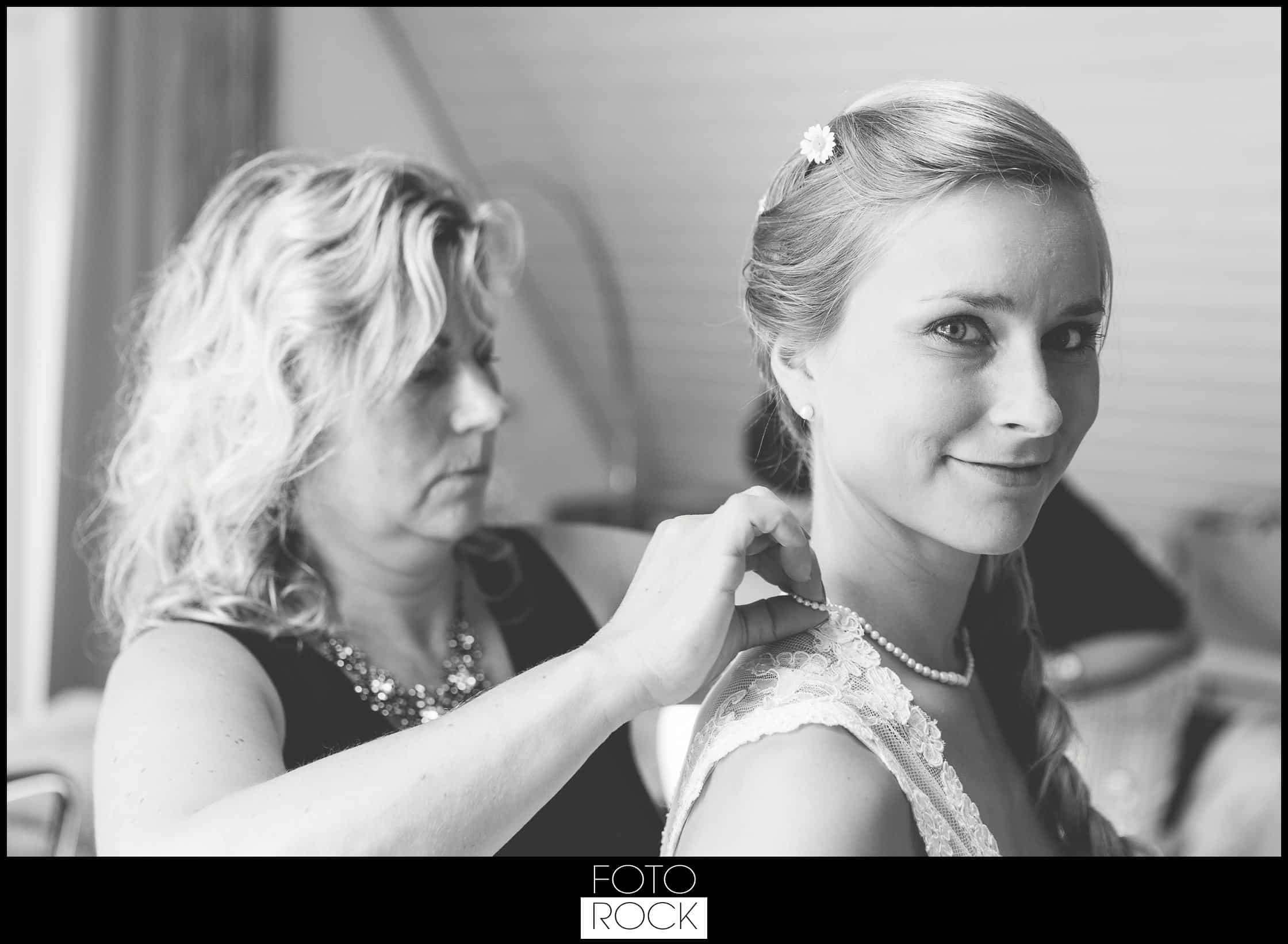 Hochzeit Elzach schmuck getting ready braut