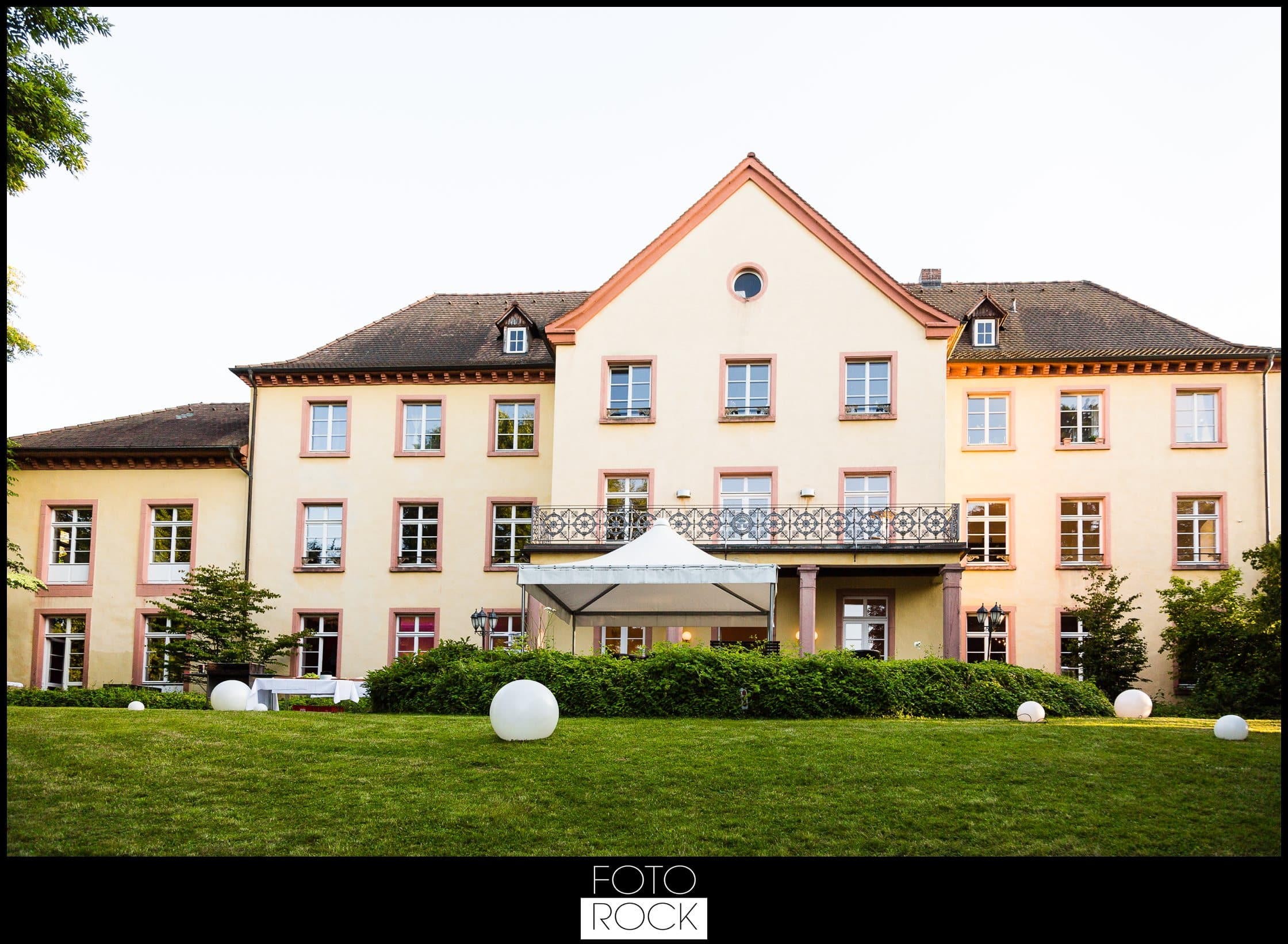 Hochzeit Jesuitenschloss Freiburg location lampen pavillon