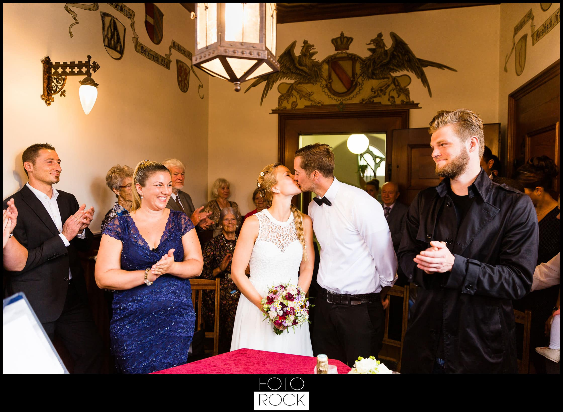 Hochzeit Elzach standesamt elzach kuss trauung