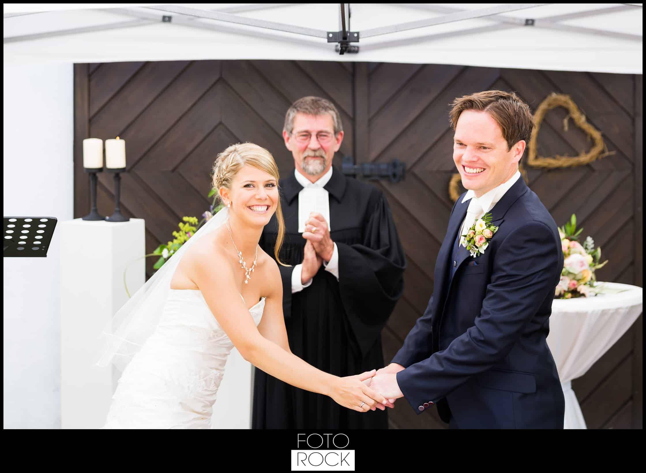 Hochzeit Lilienhof Ihringen Brautpaar Pfarrer