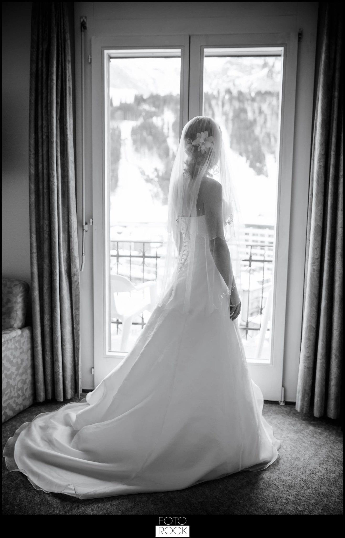 Hochzeit Winter Engelberg Getting Ready Braut Brautkleid