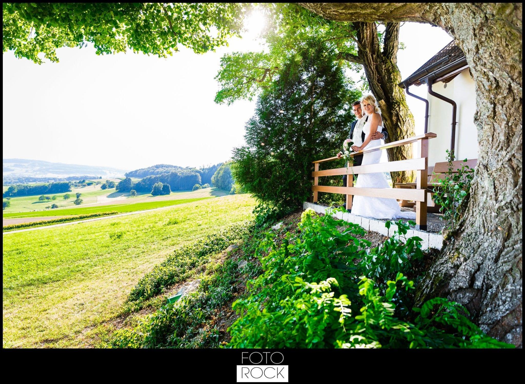 Hochzeit Rafz Albführen Location Landschaft Brautpaar