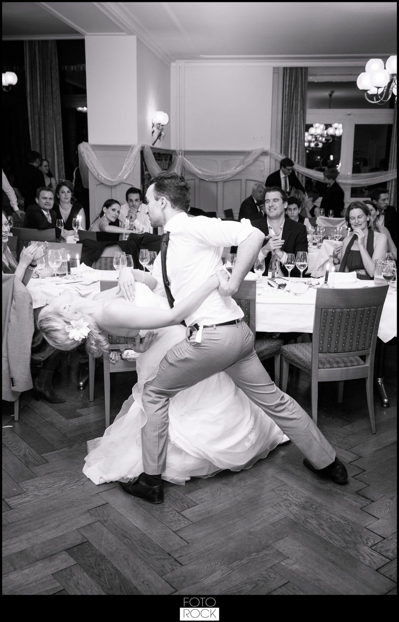 Hochzeit Winter Engelberg Tanz Party Brautpaar