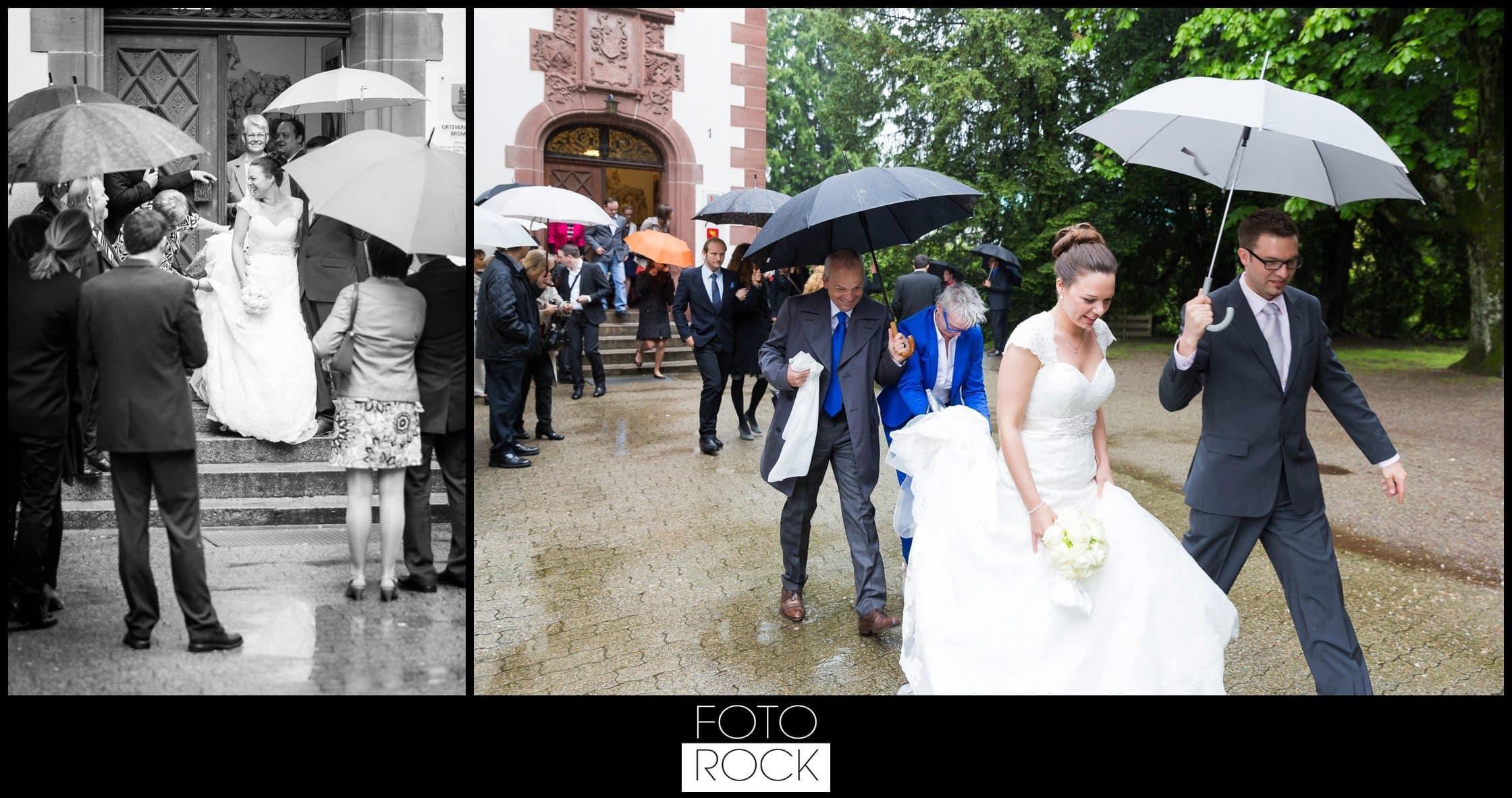 Hochzeit Vitra Design Museum Weil am Rhein Brautpaar Outdoor Regen Schirm