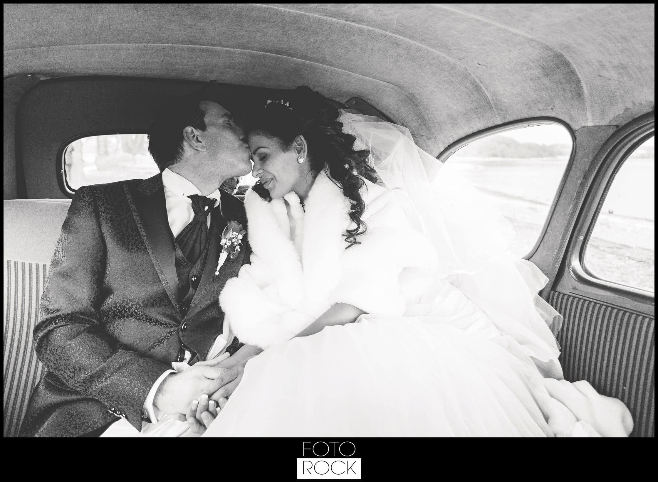 Hochzeit Schloss Meersburg Montfort Bodensee brautpaar auto kuss