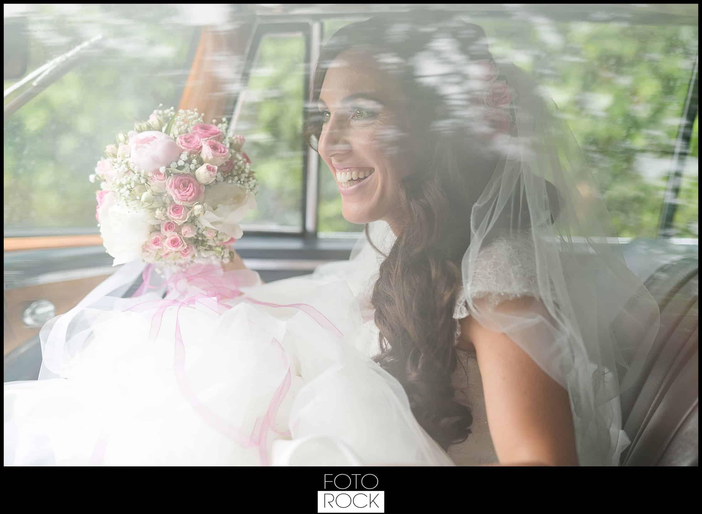 Hochzeit Lilienhof Ihringen Braut Brautstrauss Auto Blumen