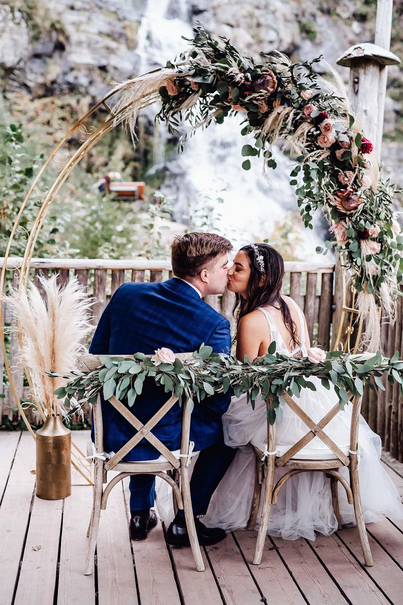 Hochzeit mit Crossback-Stühlen