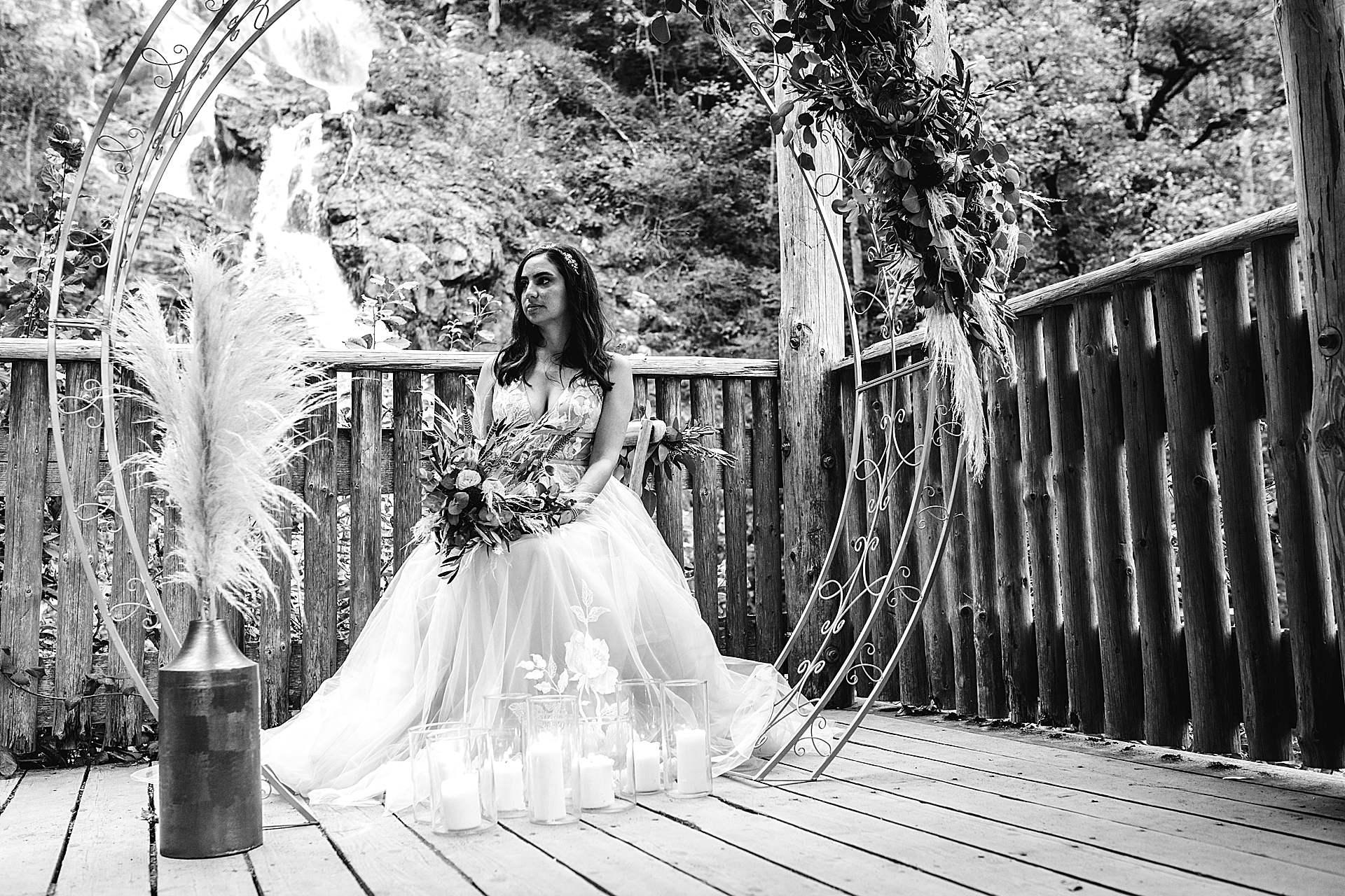 Braut vor den Totdnauer Wasserfällen